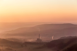 © Licensed to London News Pictures. 09/04/2017 . CASTLETON , UK. Sunrise at Mam Tor , near Castleton in the Peak District, Derbyshire. Today is forecast to be the hottest day of the year so far.<br /> Photo credit: Chris Bull/LNP