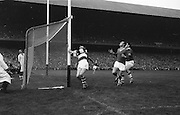 Players looking at ball in the air during the All Ireland Senior Gaelic Football Final Cork v. Meath in Croke Park on the 24th September 1967. Meath 1-9 Cork 0-9.