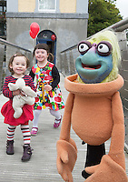 07/09/2015 repro free Eloise Majecki  and R&oacute;is&iacute;n Majecki with Puppet  Glib&iacute;n from from Saol Faoi Shr&aacute;id, F&iacute;b&iacute;n Theatre Company to announce the 19th Babor&oacute; International Arts Festival for Children which takes place in Galway from October 12 - 18. This year&rsquo;s festival offers a creative extravaganza for all ages and a journey for the heart and soul. With seven days of theatre, puppetry, dance, music, animation, exhibitions and workshops, the festival will enthrall young and old alike. http://baboro.ie<br /> Photo:Andrew Downes, xposure.<br /> <br /> ( F&iacute;b&iacute;n Theatre Company&rsquo;s show Saol Faoi Shr&aacute;id which is part of the the 2015 Babor&oacute; Festival).