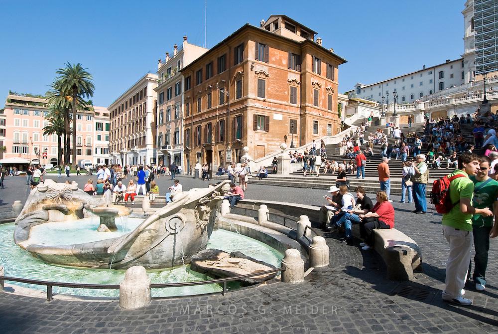EN. Piazza di Spagna and Barcaccia fountain. Rome, Lazio, Italy<br /> ES. Plaza de Espa&ntilde;a y fuente de la Barcaccia. Roma, Lazio, Italia