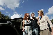 """THE NETHERLANDS-THE HAGUE-  August 8, 2005. Cast and crew of the Dutch film 'Zwartboek'. Actresses Carice van Houten (R), Halina Reijn and actor Thom Hoffman  PHOTO: GERRIT DE HEUS..Den Haag. 26/08/05. De cast en crew van de Nederlandse film """"Zwartboek"""" op het Plein in Den Haag. VLNR: Halina Reijn, Thom Hoffman en Carice van Houten."""