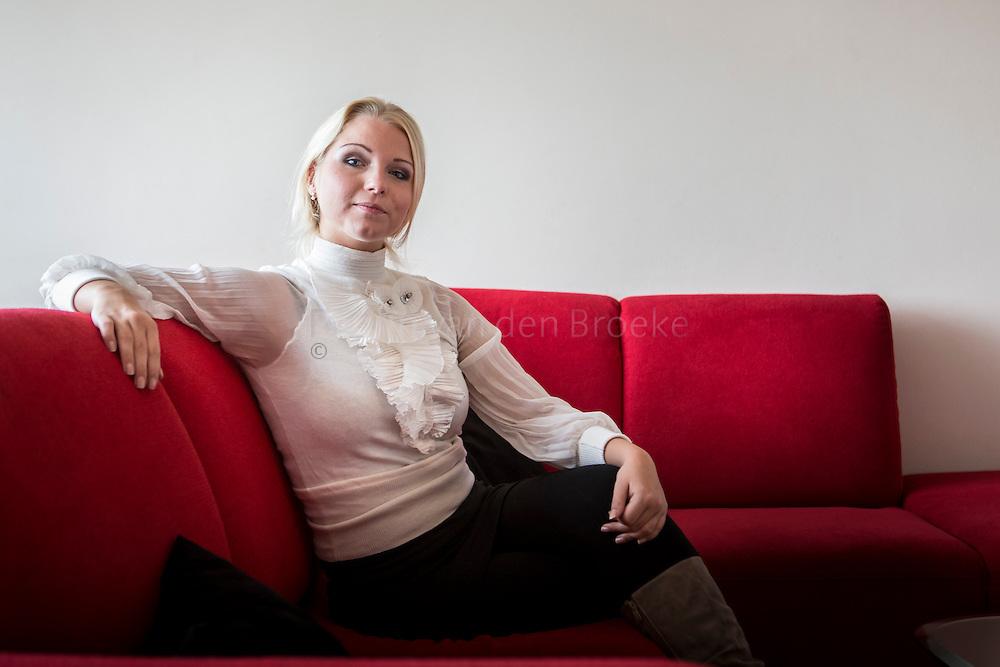Nederland, Groningen 20131104. Lissette Leegstra (21) uit Emmen/Groningen actief voor Ouderenpartij50Plus<br /> . Ze werd dit weekend door Jan Nagel op landelijk partijbijeenkomst gepresenteerd als 'de mooie toekomst' die 50Plus te wachten staat. De rechtenstudent meldde zich onlangs aan als lid. foto: Pepijn van den Broeke