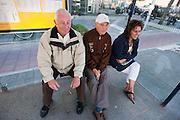 Drie Ondiepers zitten in de bushalte aan de Anton Geesinkstraat in Utrecht.<br /> <br /> Three people are waiting at a busstop at the Anton Geesinkstraat in Utrecht.