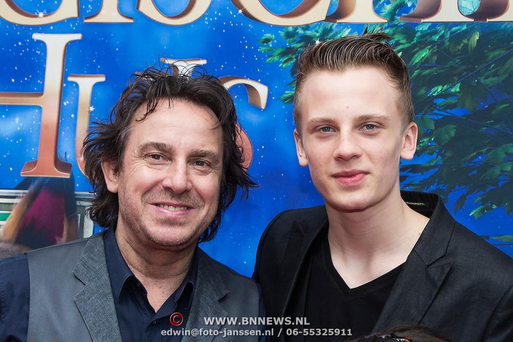 NLD/Amsterdam/20140413 - Inloop Filmpremiere Het Magische Huis, Marco Borsato en zoon Luca