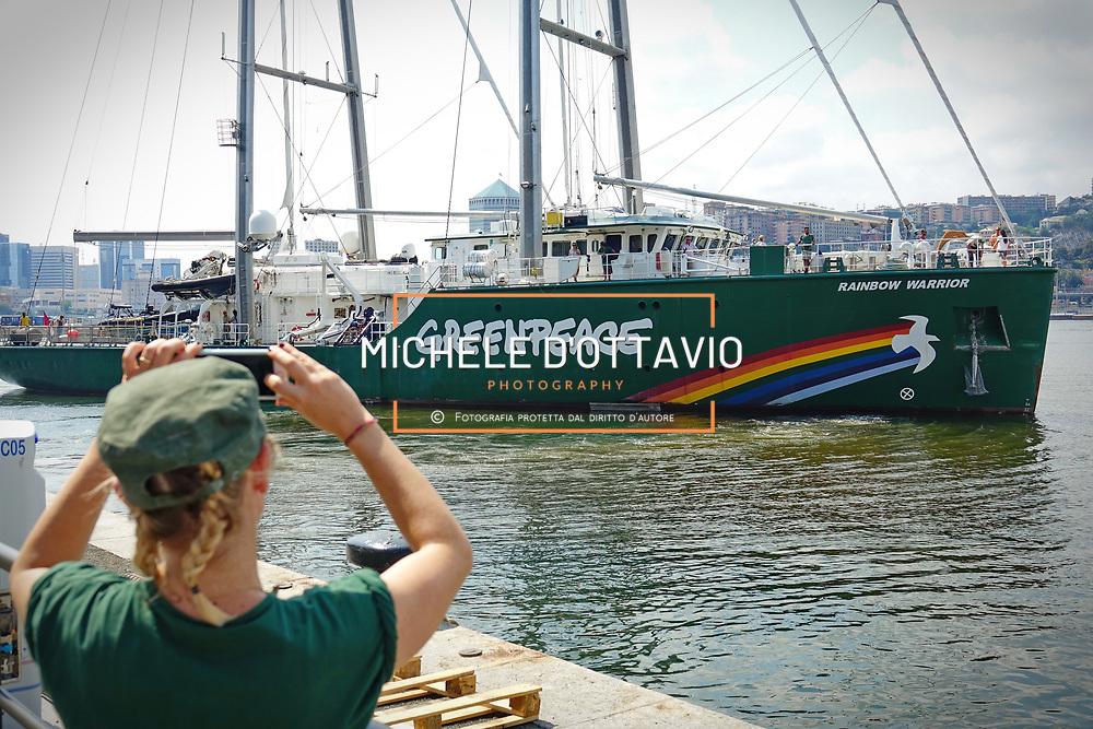 Genova, Italia - 22/06/2017: La nave ammiraglia di Greenpeace, Rainbow Warrior a Genova (Porto Antico) nell'ambito di un tour di ricerca scientifica e sensibilizzazione sull'invasione della plastica negli oceani.