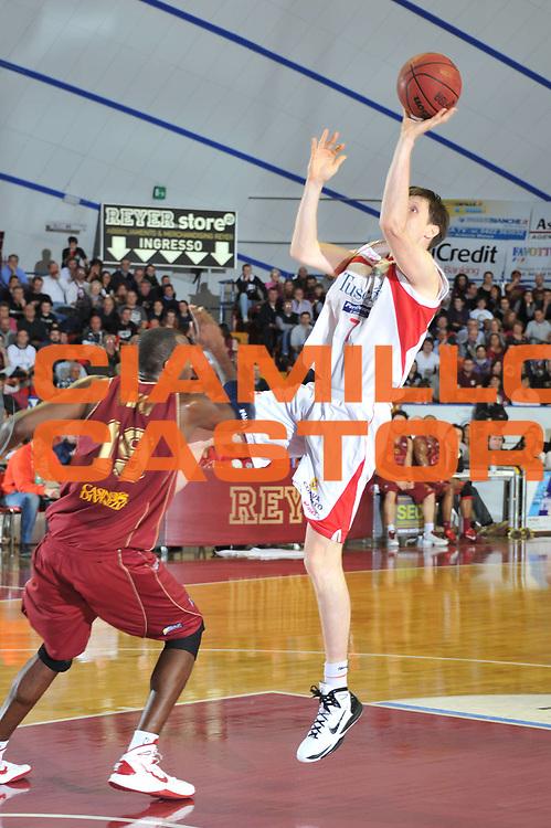 DESCRIZIONE : Venezia Lega Basket A2 2010-11 Umana Reyer Venezia Tuscany Pistoia<br /> GIOCATORE : Gregor Fucka<br /> SQUADRA : Umana Reyer Venezia Tuscany Pistoia<br /> EVENTO : Campionato Lega A2 2010-2011<br /> GARA : Umana Reyer Venezia Tuscany Pistoia<br /> DATA : 18/03/2011<br /> CATEGORIA : Tiro<br /> SPORT : Pallacanestro <br /> AUTORE : Agenzia Ciamillo-Castoria/M.Gregolin<br /> Galleria : Lega Basket A2 2010-2011 <br /> Fotonotizia : Venezia Lega A2 2010-11 Umana Reyer Venezia Tuscany Pistoia<br /> Predefinita :
