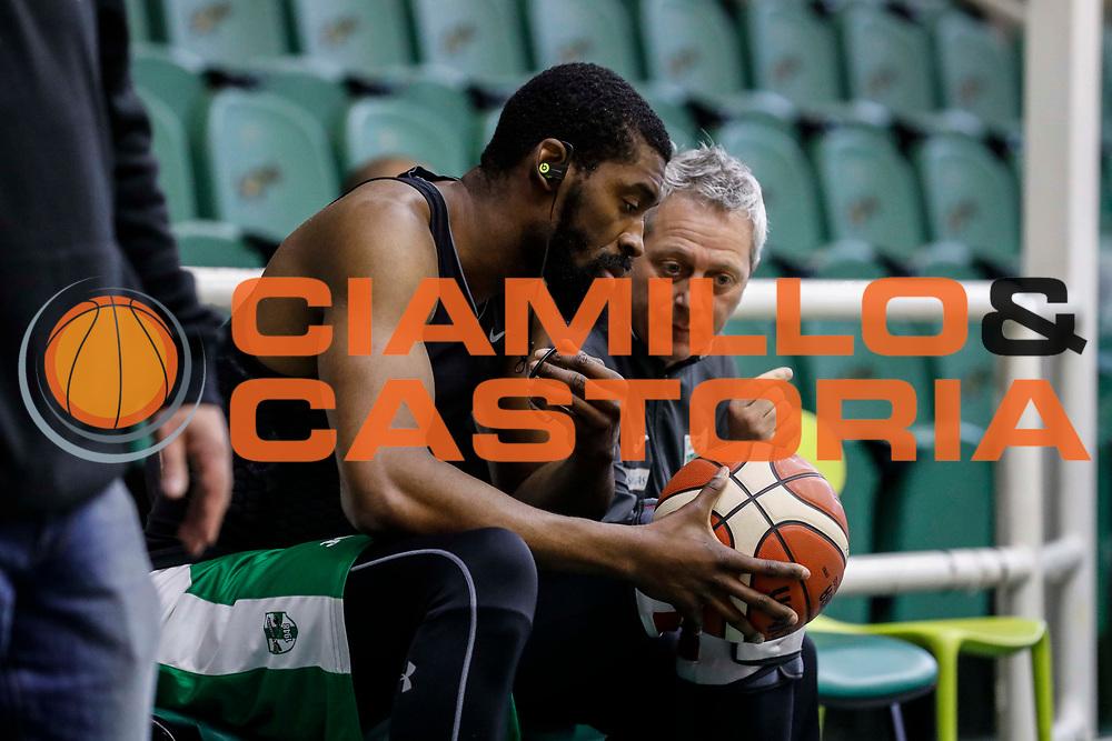Lawal Shane Oldoini Massimiliano<br /> Sidigas Avellino - Vanoli Basket Cremona<br /> Lega Basket Serie A 2017/2018<br /> Avellino, 08/04/2018<br /> Foto Ciamillo-Castoria/S. Mazza