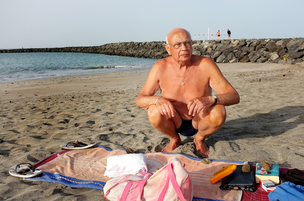 Early in the morning on the beach: a pensioner has reserved a place on the beach with his towel. Everything is done right here. The corners of the beach towel are instantly highlighted with his slippers, cigarettes and books. Skeptical look at the approach.