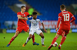 CARDIFF, WALES - Tuesday, November 14, 2017: Wales' David Edwards and Panama's Ricardo Ávila during the international friendly match between Wales and Panama at the Cardiff City Stadium. (Pic by David Rawcliffe/Propaganda)