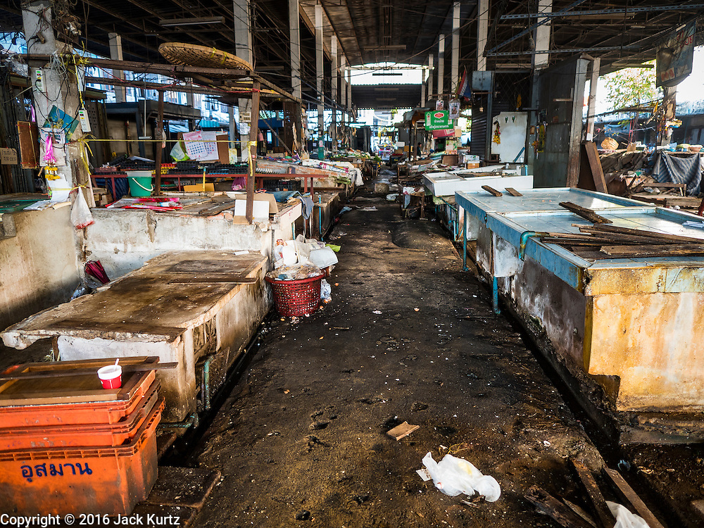 05 JANUARY 2016 - BANGKOK, THAILAND:          An aisle in the closed Bang Chak Market. The market closed permanently on January 4, 2016. The Bang Chak Market served the community around Sois 91-97 on Sukhumvit Road in the Bangkok suburbs. Bangkok city authorities put up notices in late November that the market would be closed by January 1, 2016 and redevelopment would start shortly after that. Market vendors said condominiums are being built on the land.          PHOTO BY JACK KURTZ