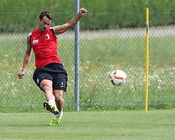 24.07.2015, Sportplatz, Walchsee, AUT, Trainingslager, FC Augsburg, im Bild Markus Feulner (FC Augsburg #8) flankt // during the Trainingscamp of German Bundesliga Club FC Augsburg at the Sportplatz in Walchsee, Austria on 2015/07/24. EXPA Pictures © 2015, PhotoCredit: EXPA/ Eibner-Pressefoto/ Krieger<br /> <br /> *****ATTENTION - OUT of GER*****
