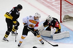 18.08.2016, Albert Schultz Halle, Wien, AUT, CHL, UPC Vienna Capitals vs Skelleftea AIK, Gruppenspiel, im Bild Patrick Peter (UPC Vienna Capitals), Henrik Hetta (Skelleftea AIK), Jean Philippe Lamoureux (UPC Vienna Capitals) // during the Champions Hockey League match between UPC Vienna Capitals and Skelleftea AIK at the Albert Schultz Arena, Vienna, Austria on 2015/08/18. EXPA Pictures © 2016, PhotoCredit: EXPA/ Alexander Forst