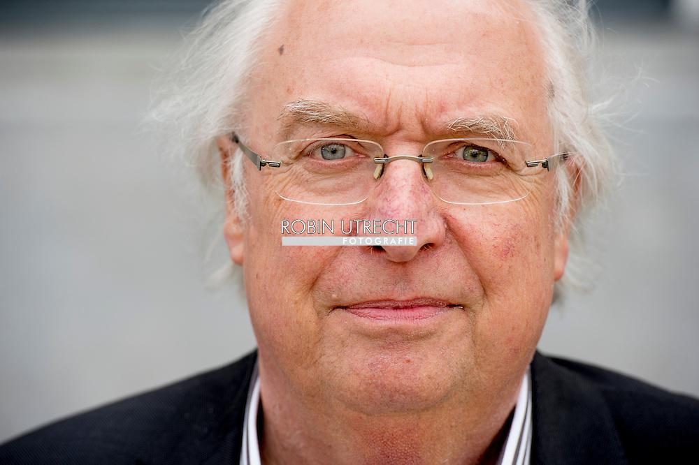 UTRECHT -  (Ad) van Liempt (Utrecht, 21 mei 1949) is een Nederlands journalist, auteur van oorlogsboeken en tv-programmamaker. Hij is medeoprichter en ex-hoofdredacteur van NOVA. COPYRIGHT ROBIN URECHT