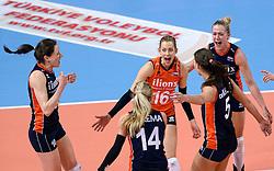 07-01-2016 TUR: European Olympic Qualification Tournament Nederland - Kroatie, Ankara<br /> Nederland verslaat Kroatië met 3-0 en gaat als groepswinnaar de halve finale in / Vreugde bij Debby Stam-Pilon #16, Lonneke Sloetjes #10, Maret Balkestein-Grothues #6, Laura Dijkema #14, Robin de Kruijf #5