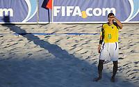 FIFA BEACH SOCCER WORLD CUP 2008 BRAZIL - SPAIN   18.07.2008 BURU (BRA) forms a sunshield with his hand.