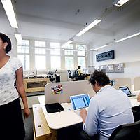 Nederland, Amsterdam , 3 oktober 2011.. Deskowitz.Flexplek voor startende ondernemers..Deskowitz (Gabriel Metsustraat 8 , nummer van eigenaar Ivo: 06-41768522).Daar kunnen starters elkaar ontmoeten in een 'hippe sfeer...Foto:Jean-Pierre Jans