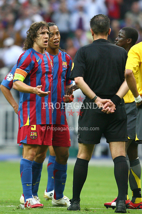 PARIS, FRANCE - WEDNESDAY, MAY 17th, 2006: FC Barcelona's Carles Puyol and Ronaldinho complain to the refree during the UEFA Champions League Final at the Stade de France. (Pic by David Rawcliffe/Propaganda)
