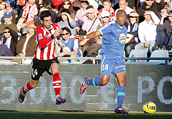 08.01.2012, Stadion Coliseum Alfonso Perez, Getafe, ESP, Primera Division, FC Getafe vs Athletic Bilbao, 18. Spieltag, im Bild Getafe's Tsepo Masilela against Athletic de Bilbao's Markel Susaeta // during the football match of spanish 'primera divison' league, 18th round, between FC Getafe and Athletic Bilbao at Coliseum Alfonso Perez stadium, Getafe, Spain on 2012/01/08. EXPA Pictures © 2012, PhotoCredit: EXPA/ Alterphotos/ Alvaro Hernandez..***** ATTENTION - OUT OF ESP and SUI *****