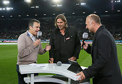14.09.2012, SGL Arena, Augsburg, GER, 1. FBL, FC Augsburg vs VfL Wolfsburg, 03. Runde, im Bild Andreas RETTIG (Ex-Manager FCA, li.) im Liga total - Interview zusammen mit dem verletzten Simon JENTZSCH (Torwart FC Augsburg), Moderator Frank BUSCHMANN, // during the German Bundesliga 03rd round match between FC Augsburg and VfL Wolfsburg at the SGL Arena, Augsburg, Germany on 2012/09/14. EXPA Pictures © 2012, PhotoCredit: EXPA/ Eibner/ Klaus Rainer Krieger..***** ATTENTION - OUT OF GER *****