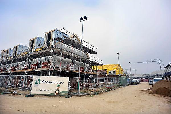 Nederland, Nijmegen, 9-9-2011Bouwvakkers zijn bezig met het bouwen van huizen in de nieuwe wijk Laauwik, onderdeel van de stadsuitbreiding van Nijmegen in Lent. Foto: Flip Franssen/Hollandse Hoogte
