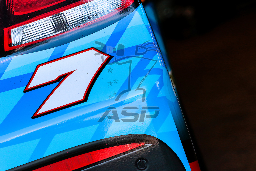 Loudon, NH - Sep 26, 2015:  The NASCAR Sprint Cup Series teams take to the track for the Sylvania 300 at New Hampshire Motor Speedway in Loudon, NH.