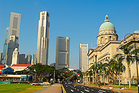 Singapour. St. Andrew's road, l'Hôtel de Ville, le Singapore Cricket  Club et le Busness center. // Singapore. St Andrew's road, the City hall, the Singapore Cricket Club and Busness center.