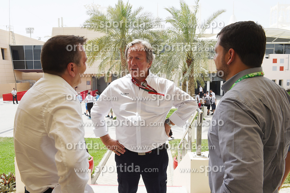 18.04.2015, International Circuit, Sakhir, BHR, FIA, Formel 1, Grand Prix von Bahrain, Qualifying, im Bild Stefano Zeuch (ITA) F1 Consultant and Gary Horner (GBR) Arden Motorsport // during Qualifying of the FIA Formula One Bahrain Grand Prix at the International Circuit in Sakhir, Bahrain on 2015/04/18. EXPA Pictures &copy; 2015, PhotoCredit: EXPA/ Sutton Images/ Mark<br /> <br /> *****ATTENTION - for AUT, SLO, CRO, SRB, BIH, MAZ only*****