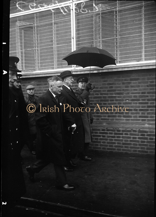 15/04/1966<br /> 04/15/1966<br /> 15 April 1966<br /> Unveiling of Plaque at Boland's Mills. President Eamon de Valera unveils a plaque to commemorate the 1916 Rising at Bolands Mills, where he was Commandant during the insurrection.