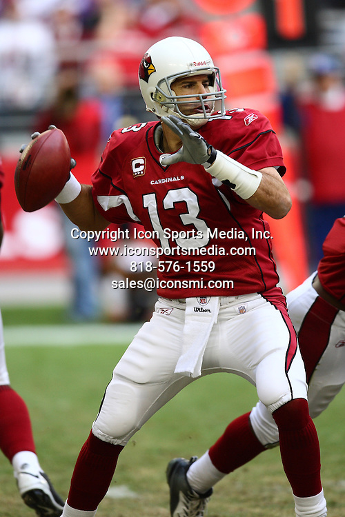 14 December 2008: Arizona Cardinals quarterback Kurt Warner (13) passes the ball.  The Minnesota Vikings defeated the Arizona Cardinals by a score of 35 to 14 at University of Phoenix Stadium in Glendale, Arizona.