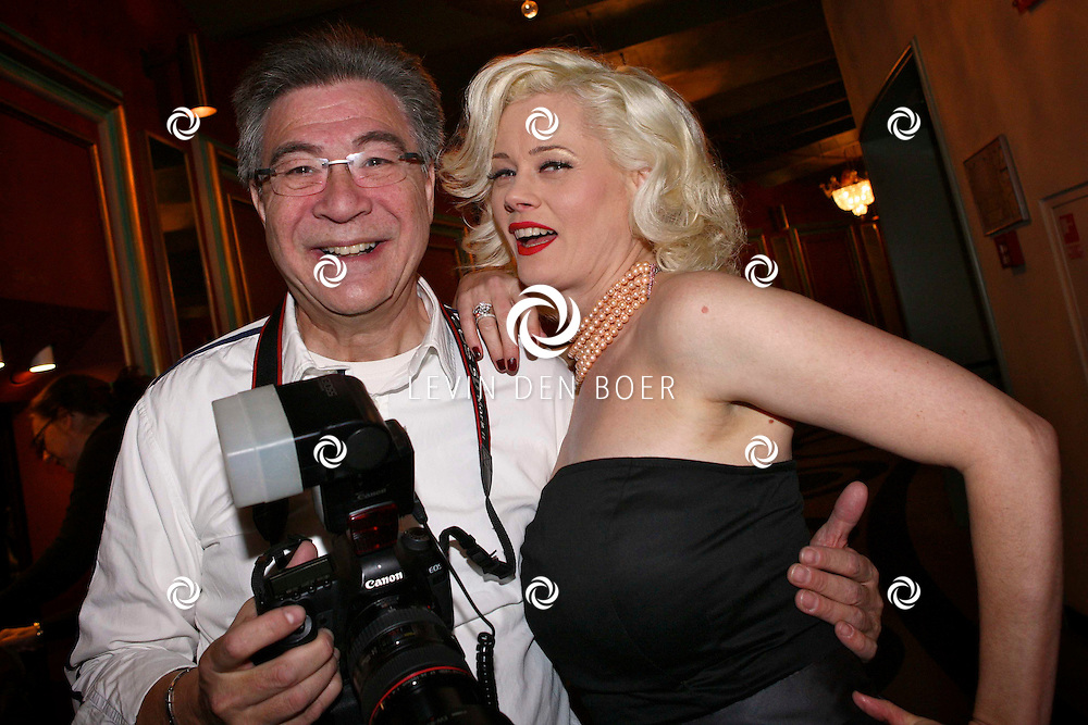 AMSTERDAM - Bob Huitink en Monique Sluyter donderdagavond bij aankomst voor de premiere van het WereldKerstCircus in Carre in Amsterdam. FOTO LEVIN DEN BOER - PERSFOTO.NU