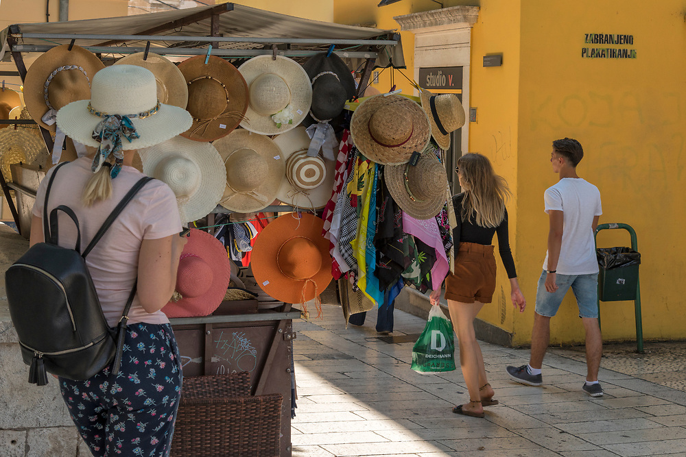 Europe, Balkan, Croatia, Split, shopping in the historic city center