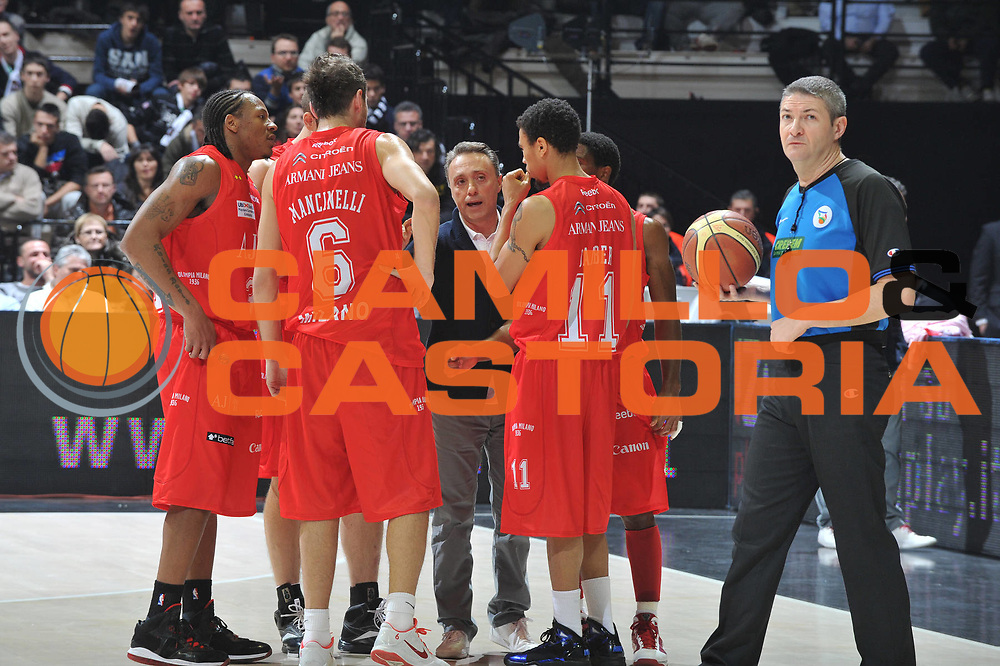 DESCRIZIONE : Bologna Lega A 2010-11 Canadian Solar Bologna Armani Jeans Milano<br /> GIOCATORE : Piero Bucchi Team Milano<br /> SQUADRA : Armani Jeans Milano<br /> EVENTO : Campionato Lega A 2010-2011 <br /> GARA : Canadian Solar Bologna Armani Jeans Milano<br /> DATA : 19/12/2010<br /> CATEGORIA : Fair Play<br /> SPORT : Pallacanestro <br /> AUTORE : Agenzia Ciamillo-Castoria/M.Gregolin<br /> Galleria : Lega Basket A 2010-2011 <br /> Fotonotizia : Bologna Lega A 2010-11 Canadian Solar Bologna Armani Jeans Milano<br /> Predefinita :