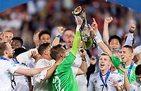 Fussball  International U 21 Europameisterschaft 2017 in Krakau 30.06.2017 Finale Deutschland - Spanien JUBEL Deutschland; Torwart Julian Pollersbeck (li) mit EM Pokal und Max Meyer (re)