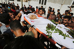 September 29, 2018 - Khan Younis, Gaza Strip - Mourners carry the body of Palestinian boy Nasser Mosabih, 12, during his funeral. Mosabih was shot dead by Israeli forces during clashes in tents protest where Palestinians demand the right to return to their homeland at the Israel-Gaza border. Palestinian Health ministry in Gaza Strip said that 7 Palestinians were killed by Israeli forces during clashes including two boys aged 12 and 14. (Credit Image: © Ashraf Amra/APA Images via ZUMA Wire)