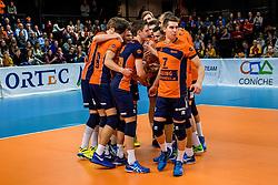 19-02-2017 NED: Bekerfinale Draisma Dynamo - Seesing Personeel Orion, Zwolle<br /> In een uitverkochte Landstede Topsporthal wint Orion met 3-1 de bekerfinale van Dynamo / Vreugde bij Orion, Pim Kamps #7 of Orion