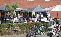 ALKMAA - Golfbaan Sluispolder, terras clubhuis, FOTO KOEN SUYK