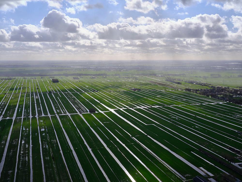 Nederland, Zuid-Holland, Ouderkerk aan den IJssel, 25-02-2020; Krimpenerwaard, strokenverkaveling gezien in tegenlicht. Foto richting Lekkerkerk en rivier de Lek.<br /> Krimpenerwaard, allotment subdivision in backlight.<br /> luchtfoto (toeslag op standard tarieven);<br /> aerial photo (additional fee required)<br /> copyright © 2020 foto/photo Siebe Swart