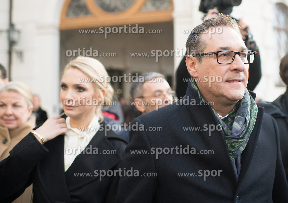18.12.2017, Ballhausplatz, Wien, AUT, Bundesregierung, Angelobung der neuen Türkis Blauen Bundesregierung, im Bild Vizekanzler Heinz-Christian Strache (FPÖ) mit seiner Frau Philippa am Weg zum Bundeskanzleramt nach der Angelobung // Austrian Vice Chancellor Heinz-Christian Strache with his wife Philippa during inauguration of the new government of Austrian Peoples Party and Austrian Freedom Party at Ballhausplatz in Vienna, Austria on 2017/12/18 EXPA Pictures © 2017, PhotoCredit: EXPA/ Michael Gruber