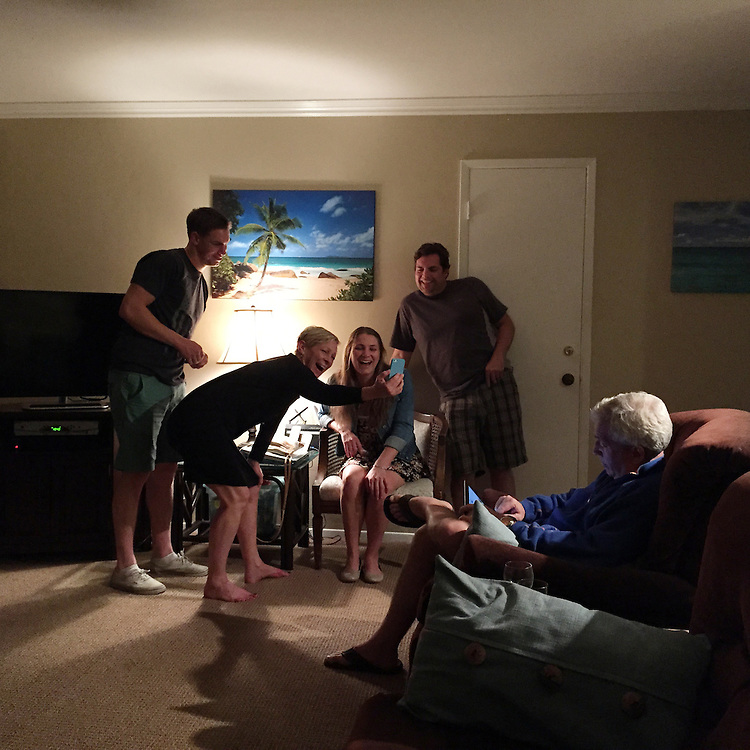 San Diego, California - March 12, 2015: Aunt Heidi showing Justin, Kaitlin and Blaine a video on her phone, which Michael has already seen.<br /> <br /> CREDIT: Matt Roth