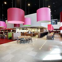 Nederland, Amsterdam , 29 juni 2010..1 van de studio's in de nieuwe vestiging van Endemol in Amsterdam Zuid Oost in de MediArena Studio's..Endemol Holding B.V. is een van de grootste internationale televisieproducenten. Het bedrijf is in 1994 ontstaan na een fusie van de televisieproductiebedrijven van Joop van den Ende (Endemol) en John de Mol (Endemol). In 2003 boekte de Endemol Group een omzet van EUR 913,8 miljoen. Wereldwijd werken er 3300 mensen (waarvan 800 in Nederland)..In 2000 werd Endemol verkocht voor EUR 5,5 miljard aan het Spaanse telecombedrijf Telefónica..Op de foto de kantine voor de medewerkers..The restaurant for the employees in the new building of the new branch  of Endemol in Amsterdam South East in the MediArena Studios. In 2000, Endemol was sold to the Spanish telecom company Telefonica for EUR 5.5 billion.