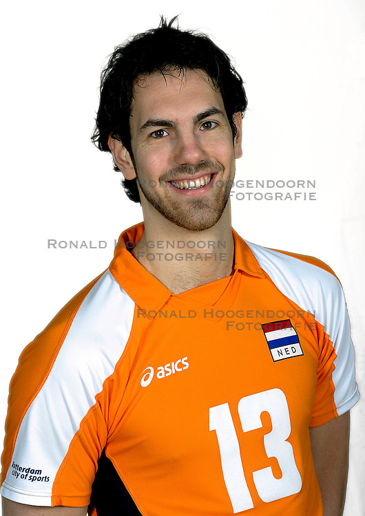 18-05-2010 VOLLEYBAL: NEDERLANDS HEREN VOLLEYBAL TEAM: CAPELLE AAN DE IJSSEL<br /> Reportage Nederlands volleybalteam mannen / Tije Vlam<br /> &copy;2010-WWW.FOTOHOOGENDOORN.NL