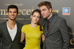 15.11.2012, Kinepolis Cinema, Madrid, ESP, Fototermin Filmpremiere, Twilight Saga, Breaking Dawn, im Bild Taylor Lautner, Kristen Stewart and Robert Pattison // during the premiere of The Twilight Saga, Breaking Dawn at the Kinepolis Cinema, Madrid, Spain onm 2012/11/15. EXPA Pictures © 2012, PhotoCredit: EXPA/ Alterphotos/ Alvaro Hernandez..***** ATTENTION - OUT OF ESP and SUI *****
