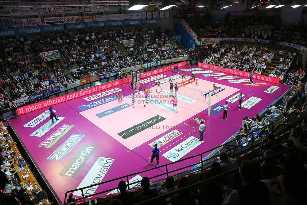 20-04-2016 ITA: Foppapedretti Bergamo - Nordmeccanica Piacenza, Bergamo<br /> Semi Final play-offs / Support, publiek, hal<br /> <br /> ***NETHERLANDS ONLY***