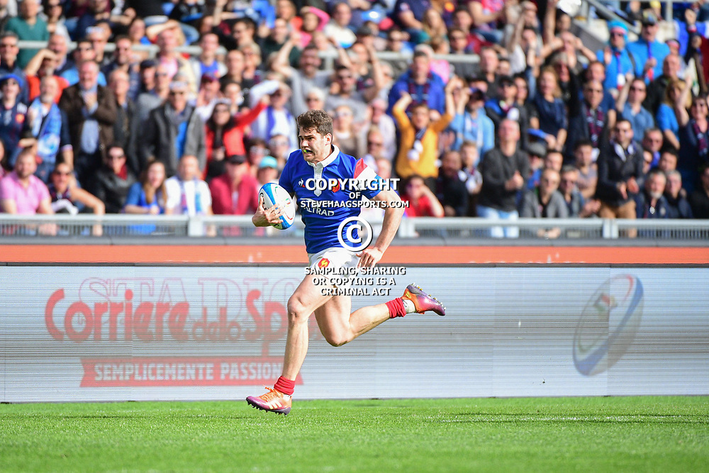 Damian Penaud of France runs in a try during the Guinness Six Nations match between Italy and France on March 16, 2019 in Rome, Italy. (Photo by Dave Winter/Icon Sport)