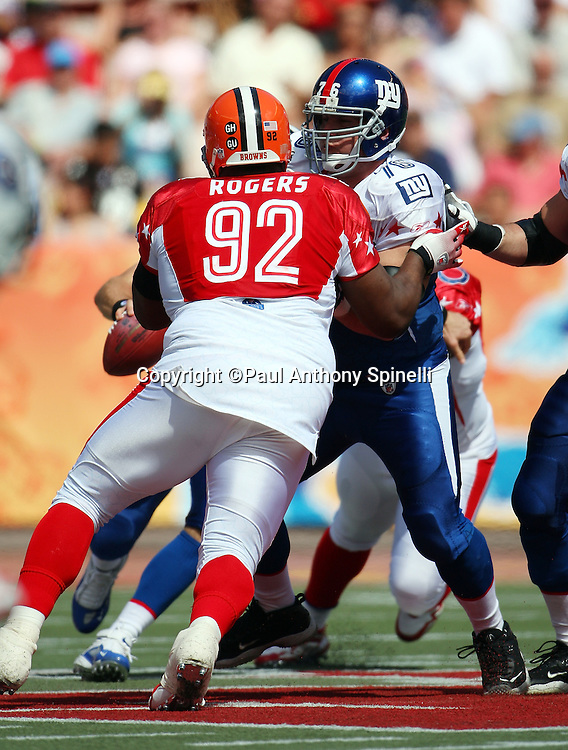 HONOLULU, HI - FEBRUARY 08: NFC All-Stars guard Chris Snee #76 of the New York Giants blocks AFC All-Stars defensive tackle Shaun Rogers #92 of the Cleveland Browns in the 2009 NFL Pro Bowl at Aloha Stadium on February 8, 2009 in Honolulu, Hawaii. The NFC defeated the AFC 30-21. ©Paul Anthony Spinelli *** Local Caption *** Chris Snee;Shaun Rogers