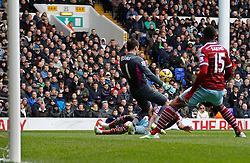 Tottenham Hotspur's Hugo Lloris makes a save from West Ham's Enner Valencia - Photo mandatory by-line: Mitchell Gunn/JMP - Mobile: 07966 386802 - 22/02/2015 - SPORT - football - London - White Hart Lane - Tottenham Hotspur v West Ham United - Barclays Premier League