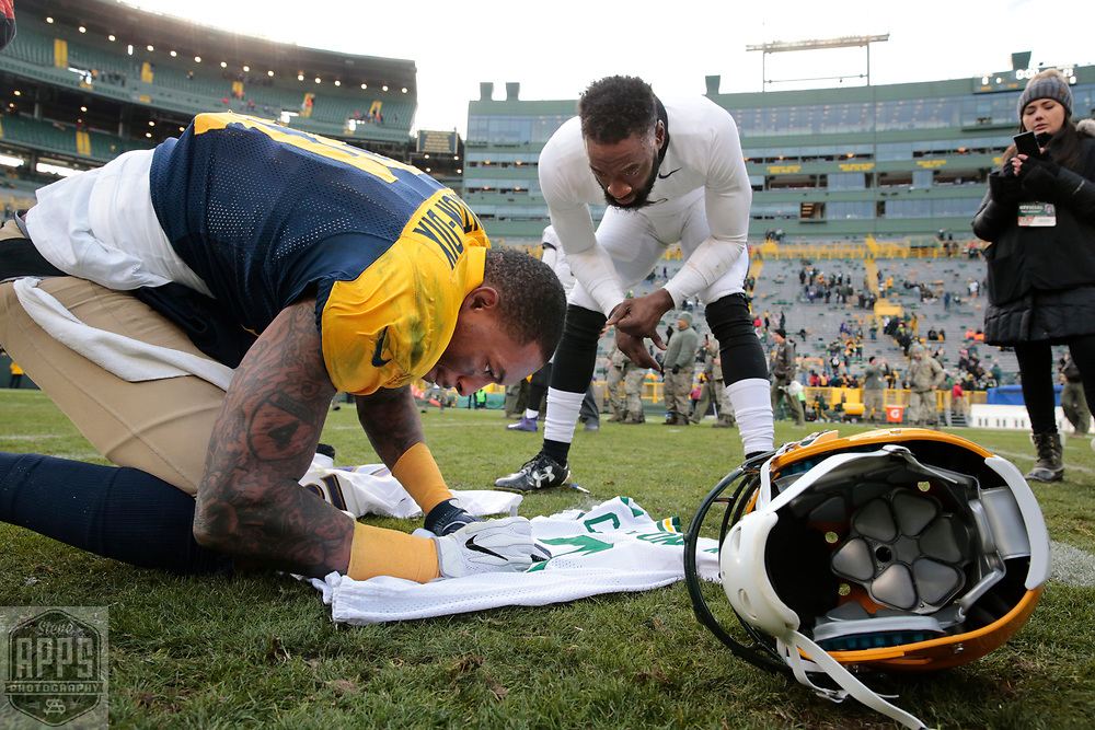Green Bay Packers free safety Ha Ha Clinton-Dix (21) signs a jersey for Baltimore Ravens free safety Lardarius Webb (21) after the game. <br /> The Green Bay Packers hosted the Baltimore Ravens at Lambeau Field Sunday, Nov. 19, 2017. The Packers lost 23-0. STEVE APPS FOR THE STATE JOURNAL.
