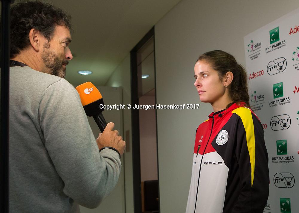 GER-UKR, Deutschland - Ukraine, <br /> Porsche Arena, Stuttgart, internationales ITF  Damen Tennis Turnier, Mannschafts Wettbewerb,<br /> JULIA GOERGES (GER) im ZDF Interview mit Martin Wolf.