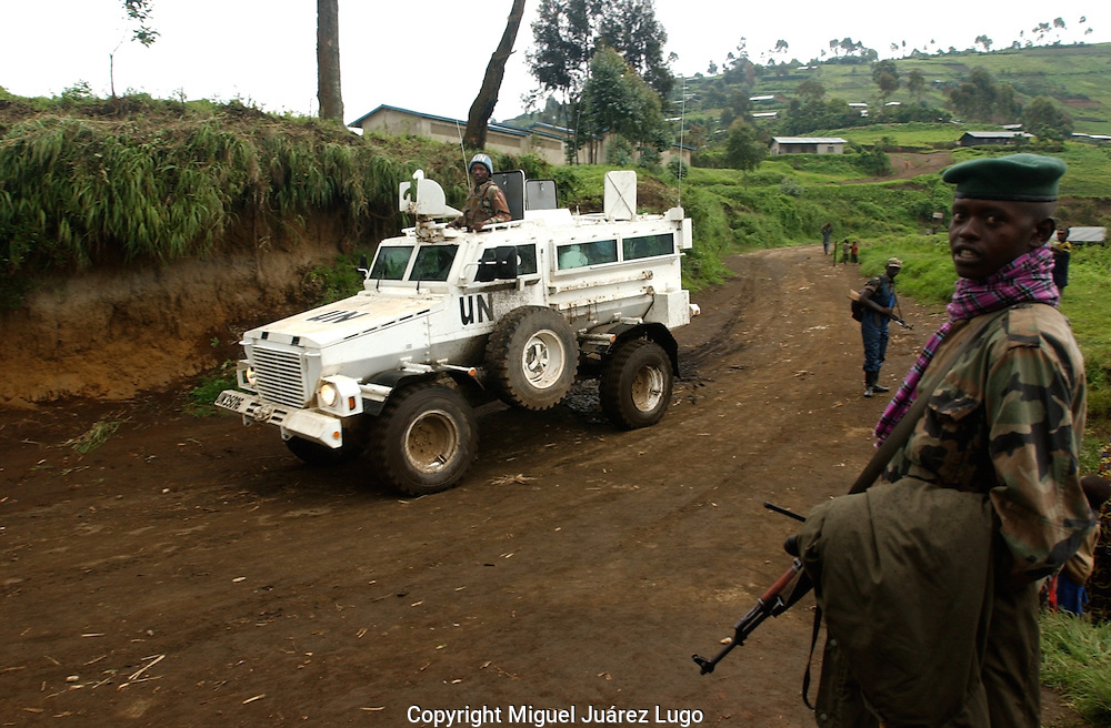 Karbua, Congo--Rebels watch a UN tank patrol in this rebel-held town. The peacekeepers have been accused of failing to protect more than 250,000 cilivians displaced by a recent rebel advance by a force loyal to warlord Lauren Nkunda. (Photo by Miguel Juárez Lugo)