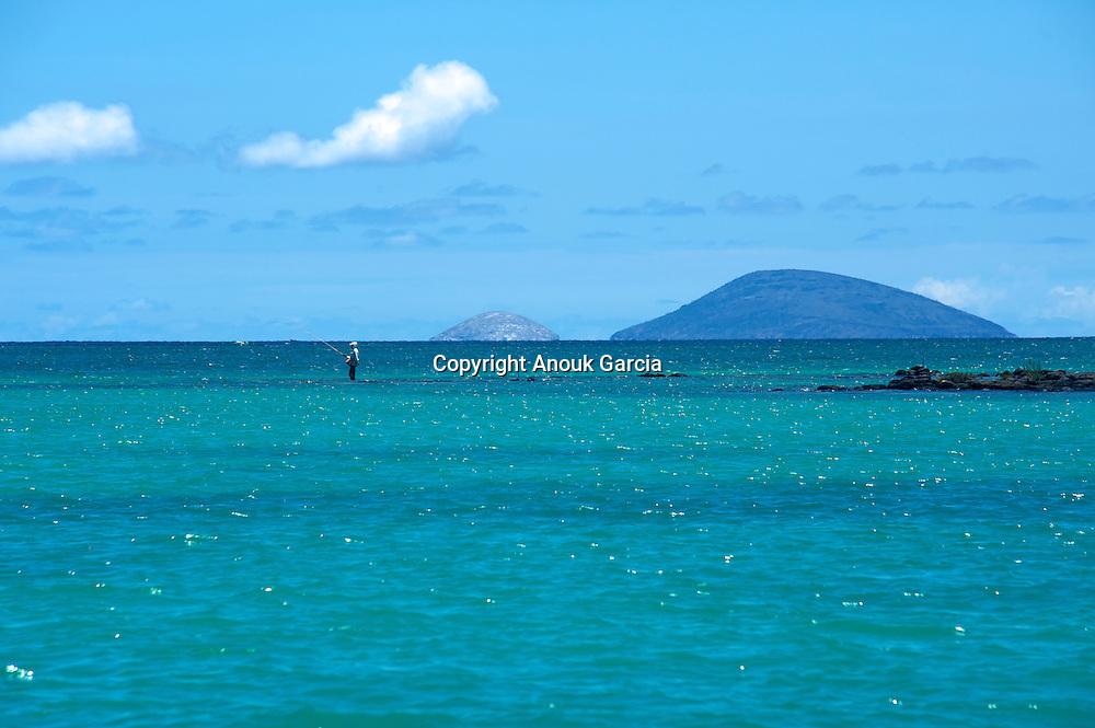Ambre island   Vue sur l'île ronde et l'île au serpent depuis l'île d'Ambre.